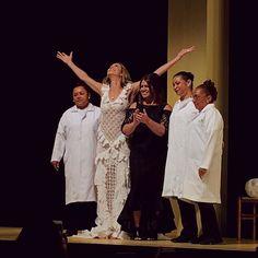 Minha reação ao ver o cabelo maravilhoso da Luana Piovani & vestida de noiva & usando Martha Medeiros.  #marthamedeiros #casamodanoivas