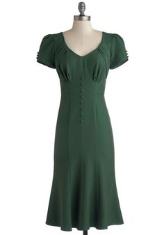 Down to a Pine Art Dress in Green. Planning a three-course dinner party takes time, but choosing an ensemble for the occasion is simple with this green dress from Stop Staring! Vintage Outfits, Retro Vintage Dresses, Look Vintage, Vintage Mode, Retro Dress, 1940s Vintage Dresses, Vintage Purses, Vintage Hats, Vintage Clothing