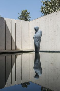 Landscape Gardeners Are Like Outside Decorators! This Modern Water Feature Has Alife Size Sculpture Of A Pensive Monk, Made From Beslana Stone, That's Gingerly Poised On The Waters Surface As If Levitating. Landscape Architecture, Landscape Design, Garden Design, Architecture Design, Lush Garden, Garden Pool, Futuristisches Design, Modern Design, Design Ideas