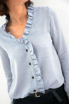 La greffe a pris – L'Annexe dilettante - moda Sewing Clothes, Diy Clothes, Clothes For Women, Blouse Styles, Blouse Designs, Böhmisches Outfit, Diy Vetement, Western Tops, Short Tops