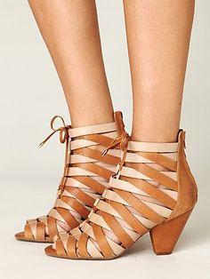 so fabulous 22800 sandals tan shoes