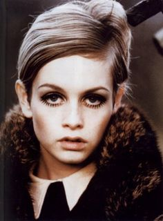 Twiggy really only had one look, but she took it very seriously. Although the mod fashion movement got its start in London, it's Twiggy who is frequently remembered as the face of mod. Twiggy Style, Twiggy Model, Foto Fashion, 1960s Fashion, Fashion Models, Vintage Fashion, Style Fashion, Asos Fashion, British Fashion