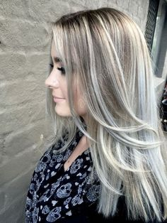 Ash blonde hair color is very popular and looks great on fair skin. Ash's blonde hair color is one of the many colors of blonde hair that she likes a lot. Blonde Hair With Silver Highlights, Silver Blonde, Ash Blonde Hair, Blonde Balayage, Hair Highlights, Ombre Hair, Highlights 2016, Grey Hair, Ash Hair
