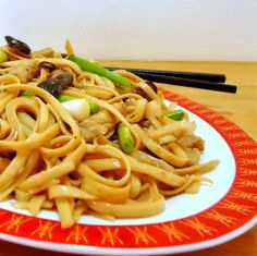 One Perfect Bite: Frugal Foodie Friday - Roast Pork Lo Mein