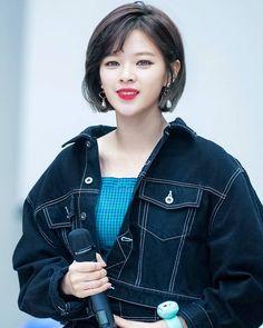 Can we please talk about my wife Kpop Short Hair, Korean Short Hair, Kpop Hair, Nayeon, Kpop Girl Groups, Kpop Girls, K Pop, Twice Jungyeon, Korean Beauty