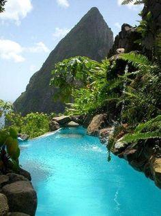 Una piscina así, en mitad de la naturaleza. Santa Lucía. pic.twitter.com/OuyuVksIlU