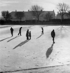 RETRO DUNDEE: ICE SKATING AT SWANNY PONDS - 1970'S