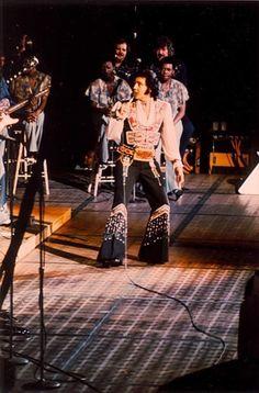Elvis on stage in Richfield 1975