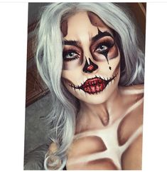 39 Sexy Halloween Makeup Looks That Are Creepy Yet Cute Sexy Halloween Make-up Looks, die gruselig und doch süß sind ★ See more: . Halloween Clown, Halloween Makeup Looks, Halloween Ideas, Scary Clown Makeup, Facepaint Halloween, Pretty Halloween Costumes, Halloween 2018, Face Paint For Halloween, Sugar Skull Halloween Makeup