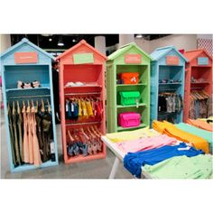 Beach Hut store display Image via Stylesight. What a neat way to display clothing. If you included a door. They could be transported and stored without emptying the closet. Making for easy set up/take down. Baby Store Display, Store Displays, Beach Stores, Woodworking Projects For Kids, Store Fixtures, Kids Boutique, Visual Merchandising, Store Design, Craft Fairs
