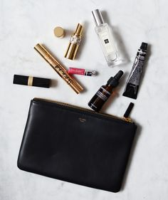 We love fashion, purses and everything pretty! Fred Instagram, Travel Accessories, Fashion Accessories, Celine, Inside My Bag, What's In My Purse, Magic Bag, What In My Bag, Aesthetic Beauty