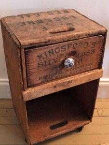 chevet caisse en bois et vieux tiroir