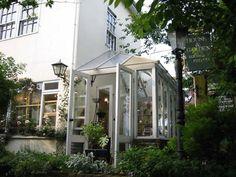 ガラスの温室コンサバトリーで家の雰囲気を変えて、暖かな空間を楽しんでみませんか。