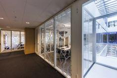 Rabobank Dealingroom. Dealingroom/office: Interior design and project management by Heyligers design+projects. www.h-dp.nl meeting room, vergaderkamer