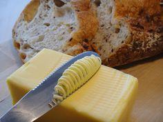朝の忙しい時…。冷蔵庫からカチカチのバターを取り出してすぐにパンに塗るなんてことは至難のワザ。 そんな日常の悩 […]