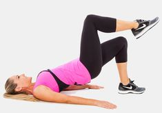 Feküdj a földön hanyatt, a lábakat húzd fel talpra, csípőszéles terpeszbe. Kilégzésre emeld a csípődet, majd a jobb lábadat - a comb az alsó lábszárral derékszöget zárjon be. Ezután belégzésre ereszkedj vissza óvatosan a földre, majd ismételd a gyakorlatot tízszer. Végezd el a másik oldalra is, végül csinálj még két-három sorozatot. Ezzel a gyakorlattal a farizom és a hasizom egyszerre erősíthető.