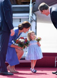 A Moment for Princess Charlotte's First Royal Curtsy - Cosmopolitan.com