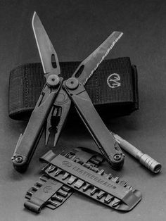 Leatherman - Wave EDC Everyday Carry Multi-Tool, Black with Molle Sheath - Everyday Carry Gear