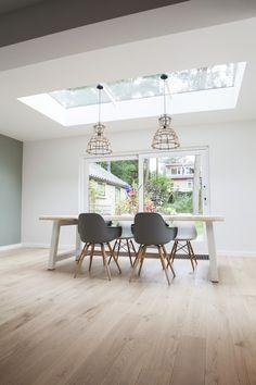 Modern home design – Home Decor Interior Designs Living Room Interior, Living Room Decor, Style At Home, Interior Decorating, Interior Design, Skylight, Modern House Design, Home Fashion, Home And Living