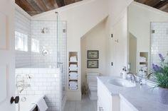 Amazing 42 Gorgeous Urban Farmhouse Master Bathroom Makeover https://homadein.com/2017/06/16/42-gorgeous-urban-farmhouse-master-bathroom-makeover/