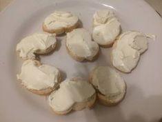 Canapés de Salmón fácil rápido y rico Receta de geri : @cocinacaseraya en Instagram - Cookpad Canapes Salmon, Garlic, Stuffed Mushrooms, Vegetables, Instagram, Food, Gourmet, Canapes Recipes, Afternoon Snacks