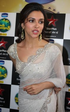 deepika padukone hot photos in sharee, height weight bra and breast size - More then new- world of celebrity