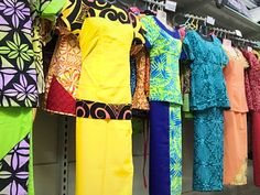 Here is an article about Apia, the capital of Samoa. The featured photo is that of a puletasi, a Samoan traditional wear. Island Wear, Island Outfit, Samoan Dress, Island Style Clothing, Patch Work Blouse Designs, Hawaiian Fashion, Culture Clothing, Polynesian Designs, Dress Sewing Patterns