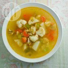Sopão fácil de legumes @ allrecipes.com.br - Para os dias frios, nada melhor que uma sopa de legumes fácil de fazer, e econômica também. Se gostar, sirva com queijo ralado.