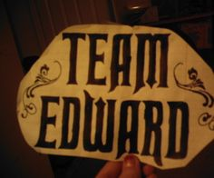 This is how to make a cheap, easy shirt that says either Team Edward or Team Jacob.  If you cant draw, the patterns are readily available photo sharin...