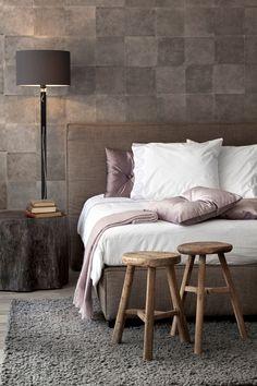 A DICA DAS QUARTAS - recorra ao papel de parede se quiser afirmar um determinado estilo e tornar a divisão mais confortável. A Élitis tem uma variedade imensa de papeis de parede.