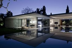 Float house in Tel Aviv, Israel by Pitsou Kedem Architects