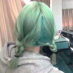 Pretty Hairstyles, Straight Hairstyles, Redhead Hairstyles, Hair Inspo, Hair Inspiration, Mint Hair, Peach Hair, Green Wig, Hair Color Purple