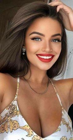 Most Beautiful Faces, Beautiful Lips, Beautiful Girl Image, Gorgeous Women, Beauty Full Girl, Beauty Women, Brunette Beauty, Pretty Eyes, Woman Face