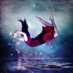girl-falling-into-water-photo-Favim.jpg 640×639 pixels
