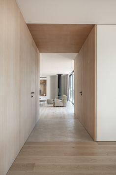 PP Apartment - Jorge Bibiloni Studio - Interior Design Mallorca Home Interior Design, Interior Architecture, Interior And Exterior, Studio Interior, Casas Country, Plywood Interior, Wood Interiors, Apartment Interior, Ceiling Design