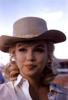 Marilyn ~~ For more: - ✯ http://www.pinterest.com/PinFantasy/gente-~-marilyn-sweet-marilyn/ and - ✯ http://www.pinterest.com/PinFantasy/moda-~-sombreros-y-tocados-hats-headgear-hair/