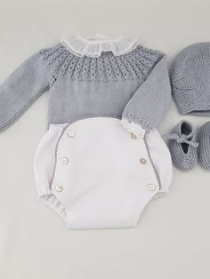 Baby - mamamadejas Baby Cardigan Knitting Pattern, Baby Knitting, Toddler Fashion, Kids Fashion, Tricot Baby, Stylish Baby Girls, Baby Couture, Schneider, Little Girl Dresses