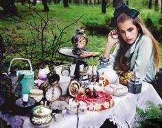 Moda atomica: Avril Lavigne's Alice in Wonderland & más