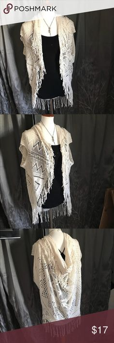 "💥Crochet kimono/ shawl/ tunic, short sleeve top Unbranded off white crochet kimono/ shawl •Fabric is a cream/ off white color •Fringe around the entire outside •There are different ways to wear this, up on your shoulders or slouched •The shawl is basically a square piece with 2 armholes, so its versitile •No visible wear- excellent condition! •One size •*approximate* 37"" x 27""  🎀Check out similar tops in my closet 🎀 ⚜️ Same/next day ship ⚜️ 🐲 Smoke-free 🐲  I do not discuss price in the…"