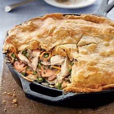 Skillet Chicken Pot Pie - Easy One-Dish Dinners - Southernliving. Recipe: Skillet Chicken Pot Pie No rolling pin is needed for this pot pie. Refrigerated pie crusts give you a leg up in the preparation of this classic comfort dish. Skillet Chicken Pot Pie Recipe, Iron Skillet Recipes, Cast Iron Recipes, Chicken Recipes, Chicken Casserole, Chicken Potpie, Recipe Chicken, Skillet Bread, Skillet Cooking