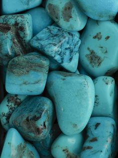 "绿松石 Turquoise ""The Stone of the Sky"" If given a turquoise by a loving friend, this stone protects the wearer from negative energy and brings good fortune. The turquoise is a symbol of friendship. It also brings peace to the home."