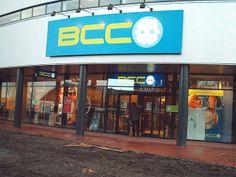 Sterk: Groot en een opvallende kleur Zwak: Het logo rechts naast BCC is voor vele mensen onbekend, dus overbodig