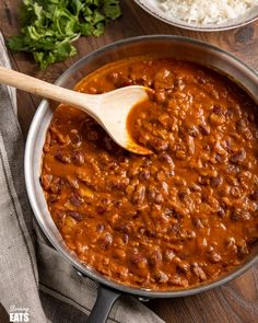 Kidney Bean Curry (Rajma) – a delicious vegetarian curry made with Red Kidney Beans, onions, tomato (passata) and a blend of spices. Slow Cooker Slimming World, Slimming World Vegetarian Recipes, Healthy Eating Recipes, Healthy Food, Yummy Food, Kidney Bean Curry, Beans Curry, Rajma Curry Recipe, Red Beans Recipe