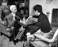 British mathematician Bertrand Russell, philosophy professor at UCLA, playing a weighty game of chess with his son John Conrad at home. Religion, Raymond Chandler, Chess Players, California History, Hollywood Celebrities, Old Pictures, Board Games, Famous People, Philosophy