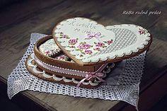 Dekorácie - Ružičková kazeta - 5840601_ Honey Cookies, Sugar Cookies, Elegant Cookies, Order Cookies, Cookie Box, Heart Cookies, Edible Gifts, Cookie Designs, Love Is Sweet