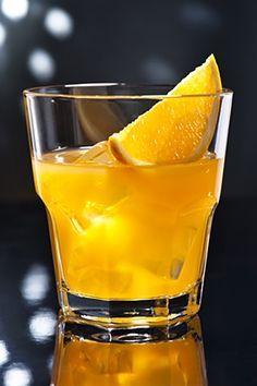 Sladký likér s chutí po pomerančích a vůní skořice a vanilky. Snack Recipes, Snacks, Beverages, Drinks, Food 52, Destiel, Smoothies, Juice, Food And Drink
