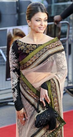 The use of Olive Green on this White net saree is brilliant!