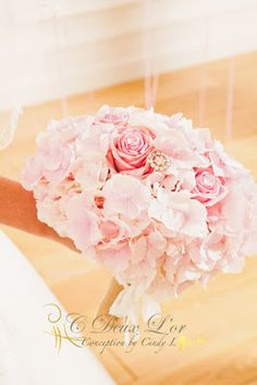Bouquet de mariée - Bouquet Hortensias - Bouquet rose poudrée - Bouquet princesse - Mariage féérique en Alsace www.cdeuxlor.com https://www.facebook.com/pages/C-Deux-Lor/291731146540?ref=ts