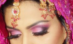 Ok, again, I don't think I could do something with such bold colors, but damn how pretty is her eye makeup!