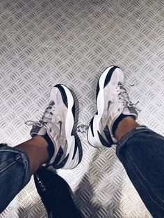 Nike tekno - Doll Actitud - Schuhe - Best Shoes World Moda Sneakers, Sneakers Mode, Sneakers Fashion, Fashion Shoes, Nike Fashion, Air Max Sneakers, Fashion Outfits, Nike Wmns, Hype Shoes